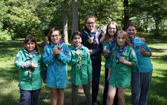 Les Exploratrices du 1er Scouts Drummondville recoivent leur Brevet environnement